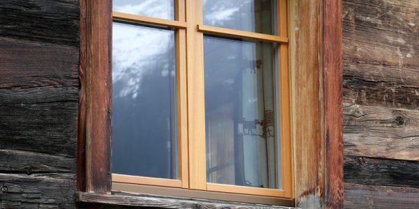 oberwalliser schreinerei perren ag fuergangen altes walliser haus umbauen holzfenster
