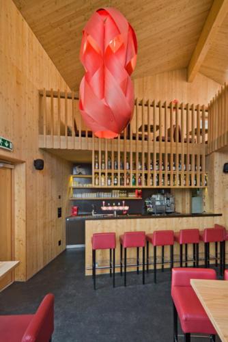 Neubau Innenausbau Restaurant White Rabbit in Bellwald Bar und Theke