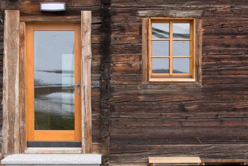 Tuere mit Fenster in Laerche Oberwalis