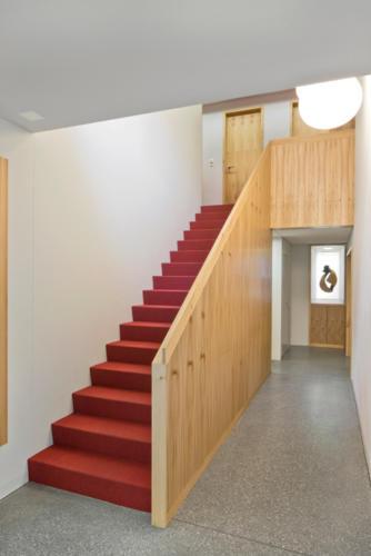 Umbau Bank Raiffeisen Fiesch Holztreppe