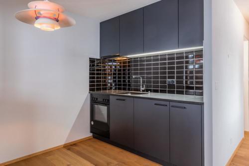 Umbau Wohnung Aragon, Black is beautiful