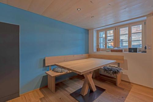 Umbau Wohnung Tisch