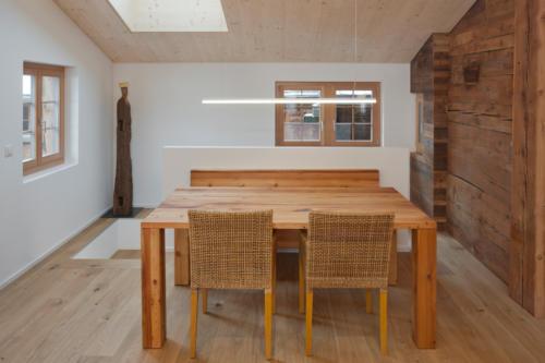 Umbau historisches Walliser Haus in Bellwald Esstisch