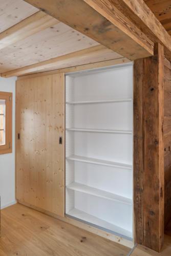Umbau historisches Walliser Haus in Bellwald Schrank und Stauraum