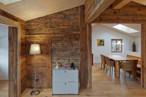 Umbau historisches Walliser Haus in Bellwald Wohnraum in Altholz