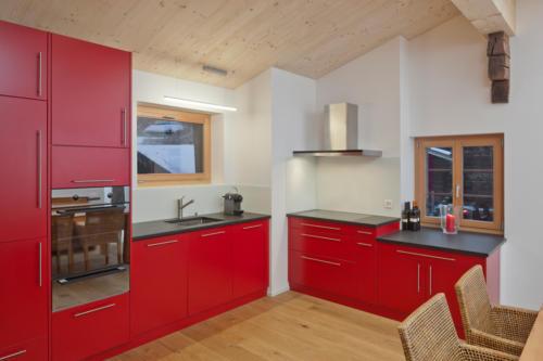Umbau historisches Walliser Haus in Bellwald moderne Küche einbauen