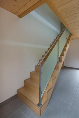 Umbau Wohnung in Fürgangen Holztrepppe mit Geländer