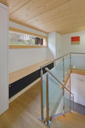 Umbau Wohnung in Fürgangen Detail Treppe und Holzfenster