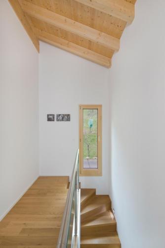 Umbau Wohnung in Fürgangen Holztreppe und Treppenhaus